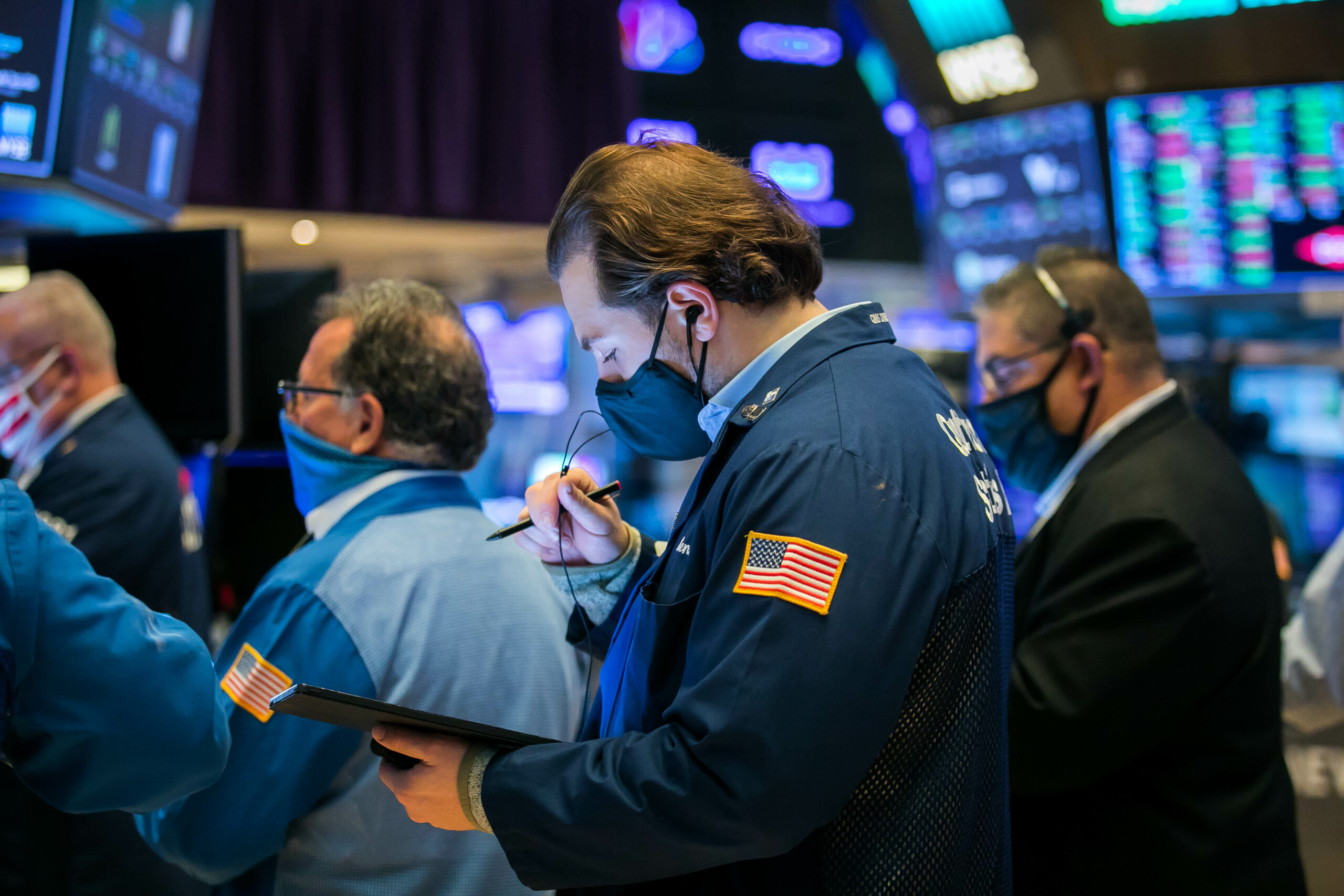 Stocks rise as Wall Street turns to tech for safety amid increasing Covid-19 cases – CNBC